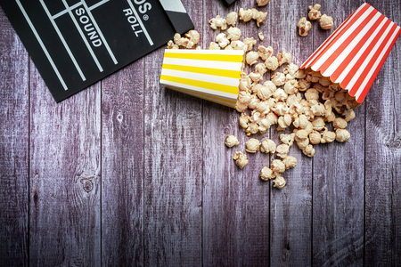 Flat lay of cinema items, clapperboard and popcorn. mock up. top view.