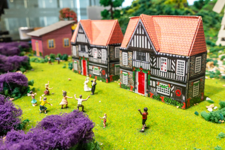 BANGKOK, THAILAND -APRIL 20, 2018: Miniature model of European village and people. Small model of beautiful European style traditional house. Banque d'images - 107474433