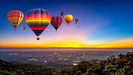 Hot air balloons flying over Doi Suthep National Park at sunrise in Chiang Mai Province, Thailand Imagens - 131128110