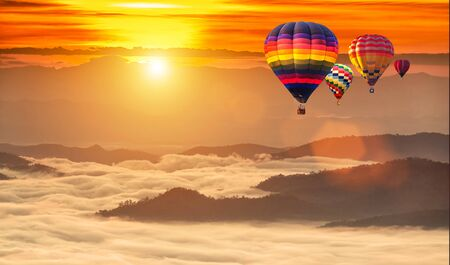 Hot air balloons flying over sea of mist at sunrise in Chiang Mai, Thailand. Фото со стока - 131128207