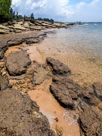 Ancient Fossil Shell Cemetery, Fossil Shell Beach 75 millions years old in Krabi, Thailand. Imagens - 131128368