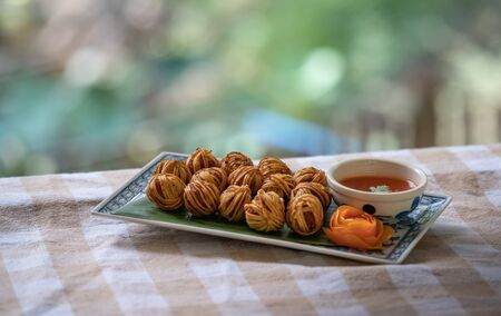Deep Fried Wrapped Pork with Chinese Noodle, Savory snack classical Thai Cuisine Imagens