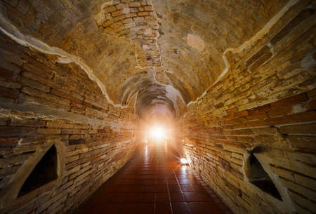 The Light at the End of the Tunnel. End of mystery tunnel background with old brick. Banque d'images