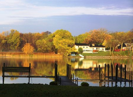 Overpeinzingen van een daling van morgen aan het meer