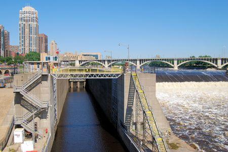 Lock en het moederdier op de Mississippi in Minneapolis