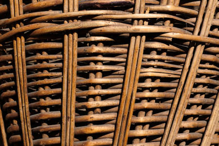 Texture of a wicker basket close-up. Abstract background with a wood pattern. Rustic style 免版税图像