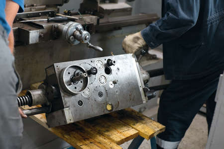 Prevention and maintenance of machine tools in the machine shop. 免版税图像