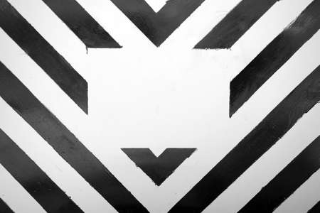 Abstract background with alternating black and white stripes with an empty copy space in the center. 免版税图像