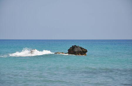 aphrodite: vista al mar desde la playa de Afrodita en Chipre