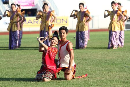 """educacion fisica: Chonburi, Tailandia - 11 de enero: la gente no identificados en la acci�n durante la """"40a Juegos de Tailandia University"""" en el Instituto de educaci�n f�sica campamento chonburi el 11 de enero de 2013 en Chonburi, Tailandia Editorial"""