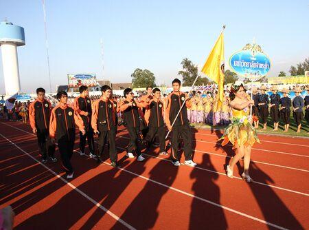 educacion fisica: Chonburi, Tailandia - 11 de enero: Unidentified hermoso con un cartel de Chaopraya University en Tailandia Juegos Universitarios en el Instituto de Educaci�n F�sica el 11 de enero de 2013 en Chonburi, Tailandia