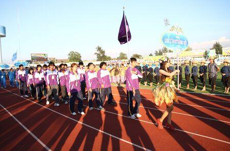 educacion fisica: Chonburi, Tailandia - 11 de enero: Unidentified hermosa celebraci�n de una Universidad signo de Phayao en Tailandia 40o Juegos Universitarios en el Instituto de educaci�n f�sica campamento chonburi el 11 de enero de 2013 en Chonburi, Tailandia