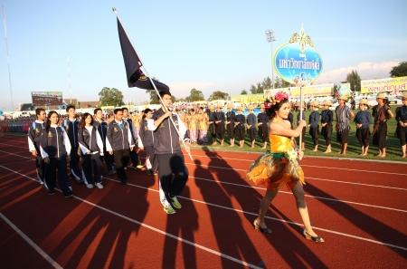 educacion fisica: Chonburi, Tailandia - 11 de enero: Unidentified hermoso con un cartel de la Universidad de Mahidol en Tailandia 40o Juegos Universitarios en el Instituto de educaci�n f�sica campamento chonburi el 11 de enero de 2013 en Chonburi, Tailandia