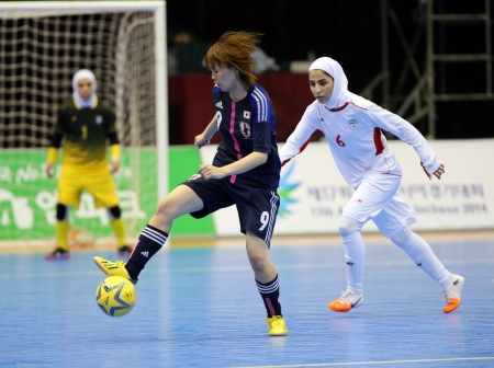 Incheon - July 5 SEKINADA Minako  9 of Japan in action during futsal match vs  Iran in an 4th Asian Indoor and Martial Arts Games at Songdo Global University on July 5, 2013 in Incheon, Korea  Stock Photo - 20877620