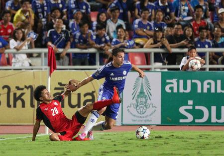 powerfull: BANGKOK - MAY 30:Cesar Azpilicueta of Chelsea in action during Singha Chelsea FC Celebration match at Rajamangala Stadium on MAY 30, 2015 in Bangkok, Thailand.