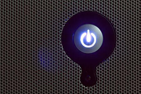 powerbutton: Bot�n de encendido en el panel perforado copia espacio a la izquierda
