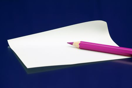 whote: pink pencil on white paper note against dark blue Stock Photo