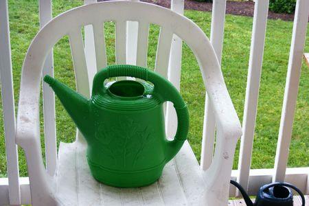 水缶と椅子