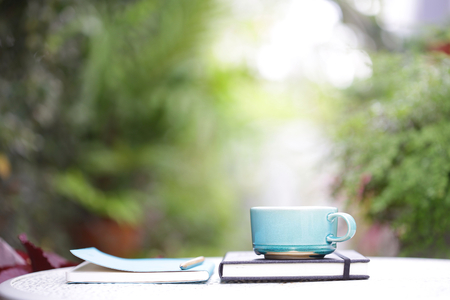 Vintage blue cup and notebook on wooden table 版權商用圖片