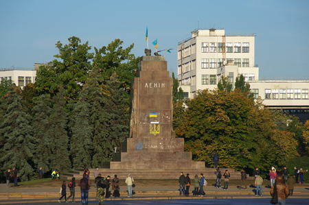 separatism: night from 09282014 to 29092014 supporters evromaydana, right sector and Kharkov ultras piled largest statue of Lenin in Ukraine, which was at the Independence Square in Kharkov Editorial