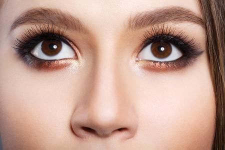 schöne große Augen Mädchen mit Make-up Standard-Bild
