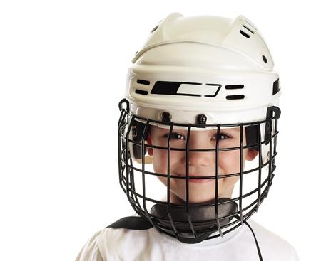 hockey sobre hielo: Chico en el casco de hockey Foto de archivo