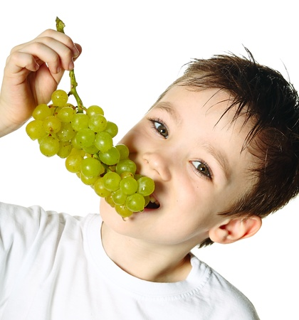 Boy con uvas photo