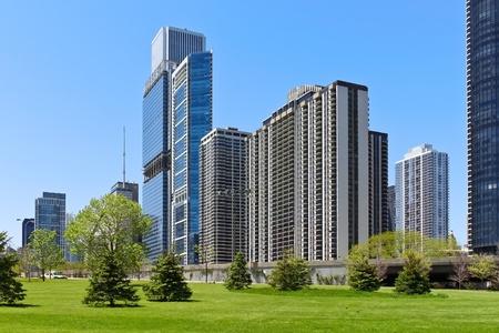 aon: Chicago skyline in summer