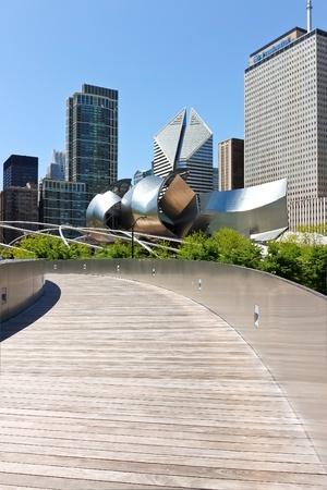 pedestrian bridge: BP Pedestrian Bridge in millennium park, Chicago, Illinois