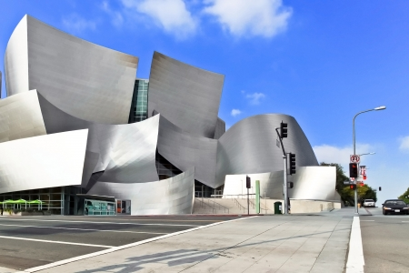OS ANGELES - 13. Februar: Walt Disney Concert Hall am 13. Februar 2010 bietet Frank Gehry ikonischen Architektur in Downtown Los Angeles, CA. Der Konzertsaal beherbergt das Los Angeles Philharmonic Orchestra