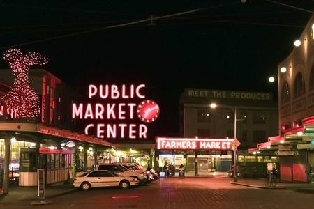 SEATTLE - FEB 6: De Pike Place Public Market Historic District op 6 februari 2010 in Seattle, WA. Pike Place Market is een bekende markt in de Verenigde Staten waar 10 miljoen mensen per jaar.