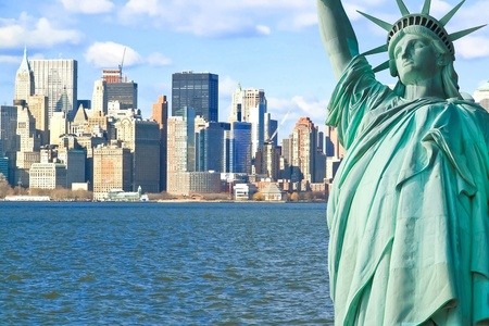 La Statue de la Libert� et Manhattan � New York City Skyline photo