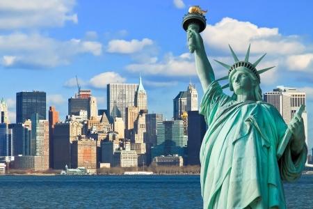 lady liberty: La Estatua de la Libertad y Manhattan de Nueva York Skyline