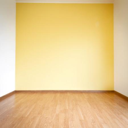 Empty yellow wall and wooden floor room 版權商用圖片