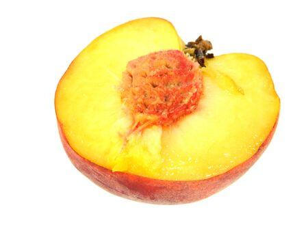 Pfirsich lokalisiert auf weißem Hintergrund