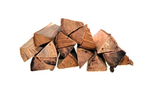 Brennholz lokalisiert auf weißem Hintergrund