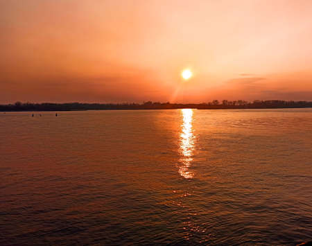 river in the evening shot-close-up 版權商用圖片 - 166873138