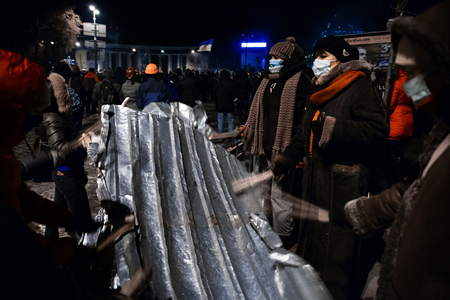 outcry: KIEV, UKRAINE - January 20, 2014: Mass anti-government protests in the center of the Ukrainian capital Kiev. People on Hrushevskoho St. preparing to storm by government troops Editorial