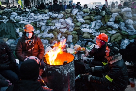insurrection: KIEV, UKRAINE - January 26, 2014: Euromaidan protesters rest and strengthen their barricades on Hrushevskoho Street after another night of clashes with riot police in Kiev, Ukraine.