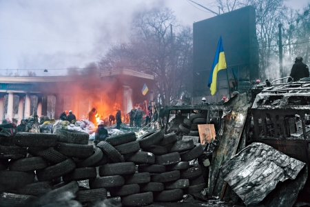 outcry: KIEV, UKRAINE - January 26, 2014: Euromaidan protesters rest and strengthen their barricades on Hrushevskoho Street after another night of clashes with riot police in Kiev, Ukraine.