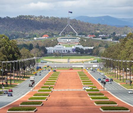 CANBERRA, AUSTRALIË - 12 december 2014: Canberra Australië hoofdstad uitzicht vanaf de oorlog museum aan het parlement huis