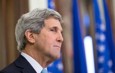 SECRETARIA: KIEV, Ucrania - 05 de febrero 2015: La secretaria de Estado estadounidense, John Kerry durante una conferencia de prensa conjunta con el presidente de Ucrania, Petro Poroshenko en Kiev