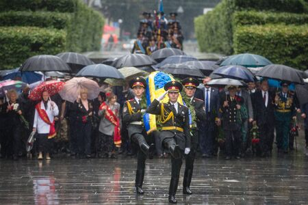 tomb unknown soldier: KIEV, UKRAINE - Jun 22, 2015: Honor Guard at the Park of Glory during the ceremony of laying flowers to the Tomb of the Unknown Soldier in the Park of Glory in Kiev