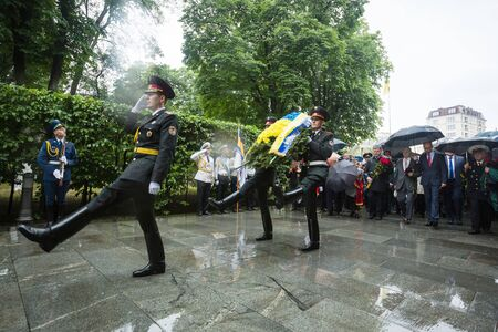 tomb of the unknown soldier: KIEV, UKRAINE - Jun 22, 2015: Honor Guard at the Park of Glory during the ceremony of laying flowers to the Tomb of the Unknown Soldier in the Park of Glory in Kiev