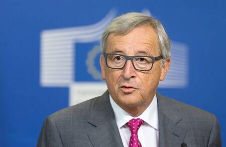 in jeans: BRUSELAS, B�LGICA - 27 de agosto 2015: Presidente de la Comisi�n Europea, Jean-Claude Juncker, durante una conferencia de prensa conjunta con el presidente de Ucrania, Petro Poroshenko en Bruselas