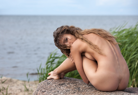 Beautiful young nude woman on nature background Stockfoto