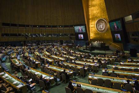 뉴욕, 미국 - 9 월 (27) : 2015 대통령 우크라이나의 Poroshenko 석유는 뉴욕에있는 UN 지속 가능 발전 정상 회의에서 연설을 제공합니다