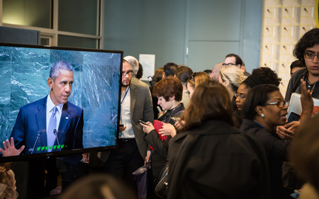 obama: NEW YORK, USA - Sep 28, 2015: Journalists in the lobbies of UN listen to a speech by US President Barack Obama at the opening of the 70th session of the UN General Assembly in New York Editorial