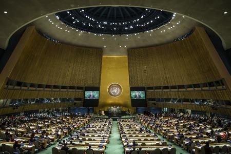 NEW YORK, USA - 29 september 2015: Toespraak van de president van Oekraïne Petro Poroshenko op het algemene debat van de 70e zitting van de Algemene Vergadering van de Verenigde Naties in New York Redactioneel
