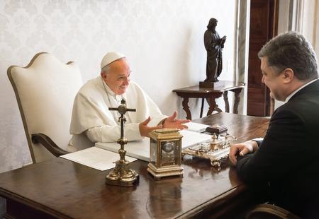 VATICAN CITY, VATICAN  - Nov 20, 2015: President of Ukraine Petro Poroshenko and Pope Francis, during a meeting in Vatican Redakční